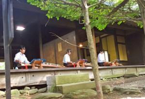 7月29日には貞祥寺(佐久市前山)を訪れた14カ国の駐日大使に演奏を披露しました