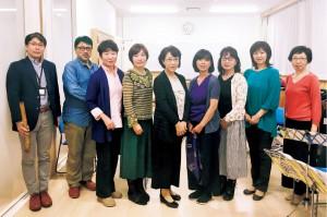 指導者の木村玲子さん(中央)とメンバー。新規メンバーも随時募集中で、経験者はもちろん、経験の浅い方も大歓迎。練習の見学はいつでもOKなので気軽に問い合わせを