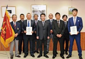 優勝報告で柳田市長を表敬訪問した時の1枚。2019年4月スタートの会員を一般公募。ゴルフが好き、上手くなりたい、これから始めたいという新メンバーと、切磋琢磨しながら一緒に上達を目指したいと意気込みます