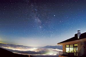 夜景や星空、雲海を望む抜群のロケーション。絶景風呂、レストランは日帰り利用も可能です