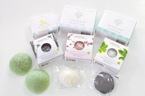 海外での人気も高く、様々なパッケージで販売されています。商品は鳴瀬の工場でも購入可能