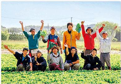 「うちの子たちは本当によく働くんです」と嶋﨑さん。数年後に独立し、一国一城の主になることを夢見て日々励む若者たち